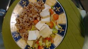 Celozrnné těstoviny se zeleninou a tofu